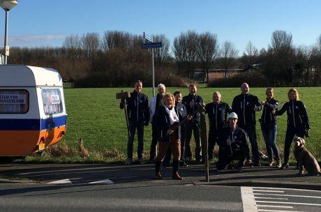 VVD Koggenland slaat eerste paal Brede School Avenhorn/De Goorn