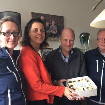 VVD taart voor Dick de Haas uit Berkhout